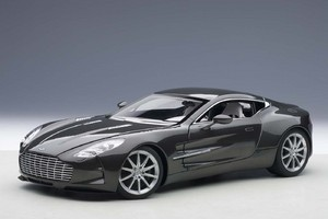ASTON MARTIN ONE-77 SPIRIT GRAY AUTOart 1:18 #70242 BRAND NEW IN BOX