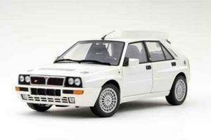 Lancia Delta Integrale Evoutzione White 1/18th Scale by KYOSHO