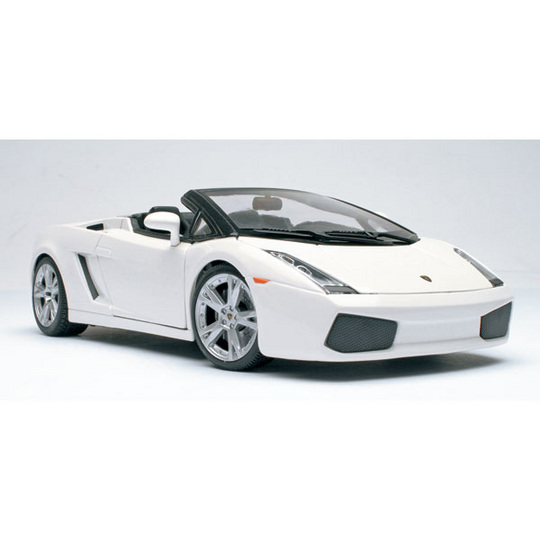 SALE Lamborghini Gallardo Spider  White 1:18th Scale by Maisto SALE