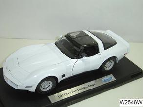 1982 Chevrolet Corvette Coupe 1:18 by WELLY White