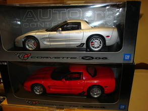 SET OF 2 Chevrolet Corvette Z06 2001 Silver & Red by AUTOart 1/18 scale SALE
