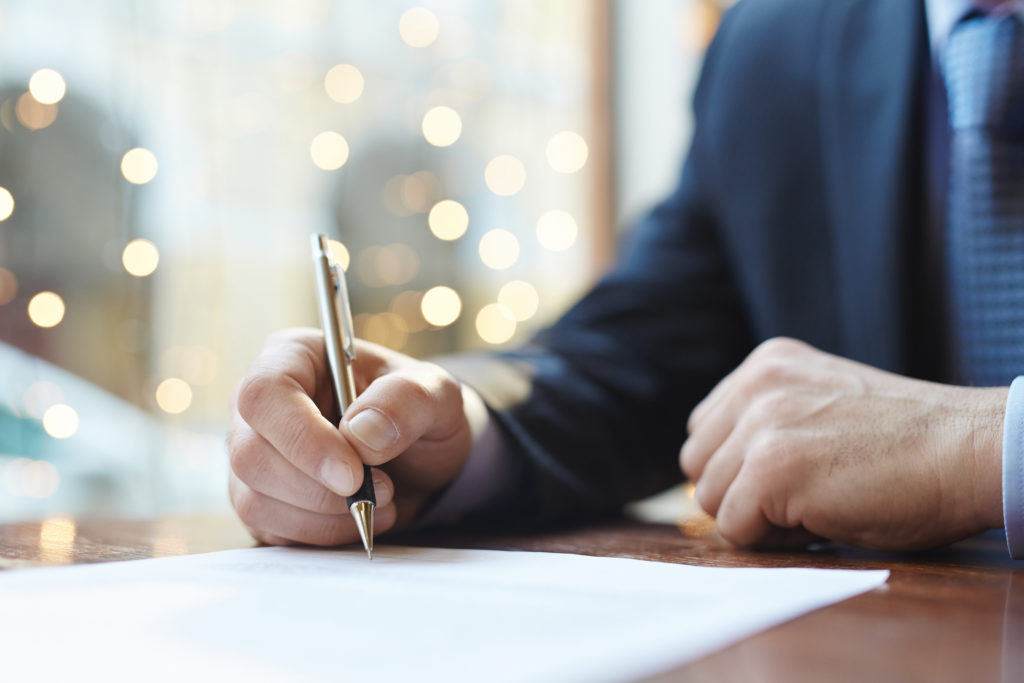 Man signing contract and avoiding used car scams
